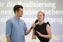 Moderator Tim Wiese und Jördis Dörner | Laudatio zu  Kategorie 5