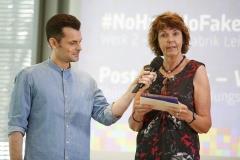 Moderator Tim Wiese und Jurymitglied Katja Friedrich | Laudatio zu Kategorie 2