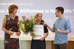 """Verleihung des Preises  in der Kategorie 2: """"Post an Alex - Willkommen in Humboldts Welt"""". Entgegengenommen von Marie-Kristin Heß"""